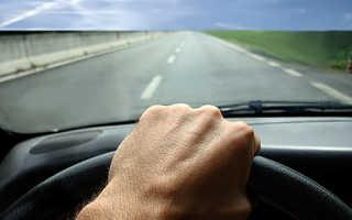 При движении задним ходом машина дергается